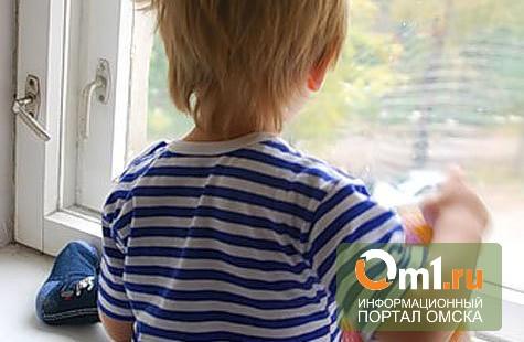 В Омске из окна многоэтажки выпал пятилетний мальчик