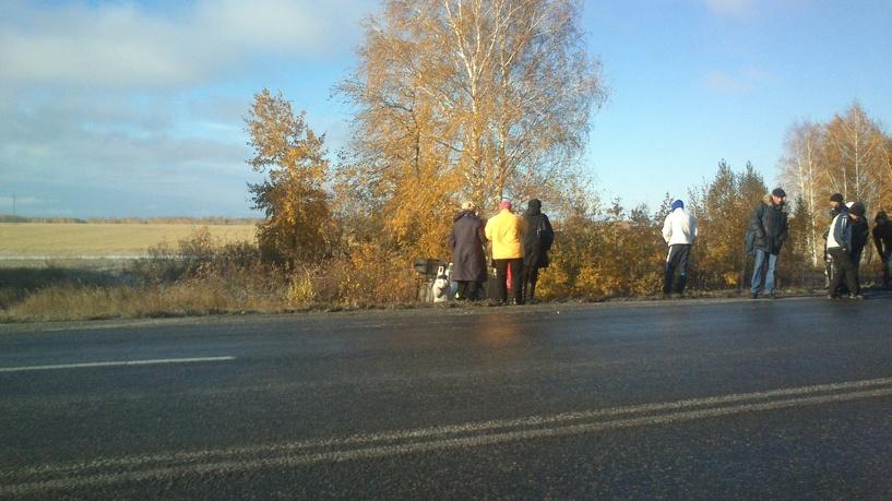 На трассе «Тюмень – Омск» пассажирская маршрутка опрокинулась в кювет