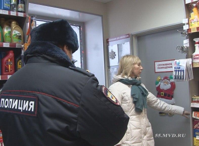 Омич ограбил АЗС и заснул на остановке