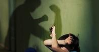 В Омской области мужчина избил пасынка костылем