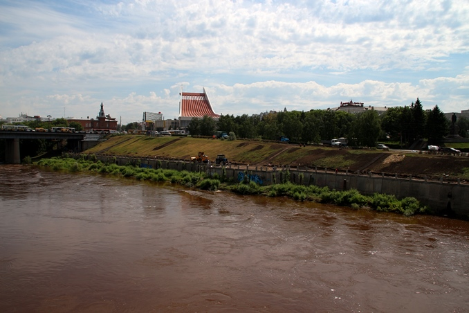 Иск на мэрию: через канализацию, не поставленную на учет, сточные воды загрязняли Омь