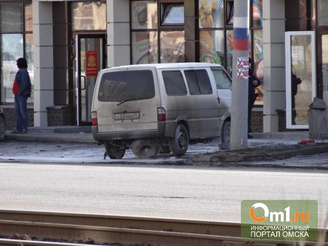 В центре Омска у кавказского кафе взорвался микроавтобус
