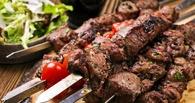 Омич обокрал шашлычную и сразу съел мясо