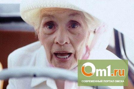 В Омске пенсионерка-чайник на кроссовере наехала на 11-летнюю девочку