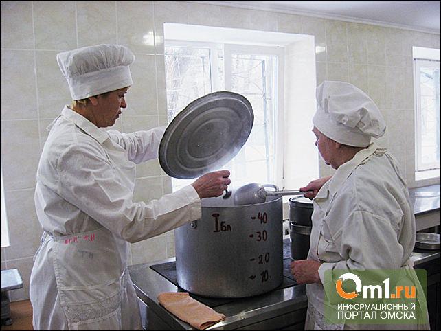 В детсадах Омска нашли несвежее мясо и крупу
