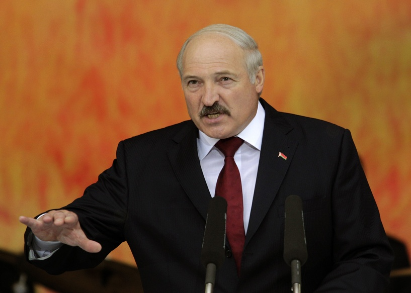 Лукашенко: на Донбассе воюют тысячи спецов из России, но это добровольцы