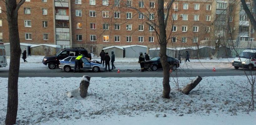 В Омске в лобовой аварии с автомобилем ДПС пострадал ребенок (обновлено)