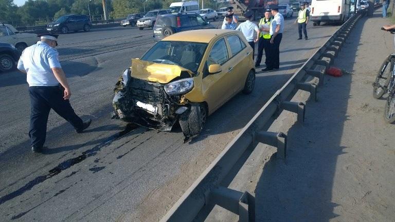В Омске при столкновении маршрутки и легкового автомобиля пострадали 10 человек (фото)