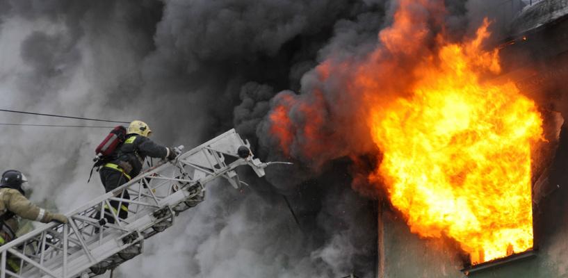 В Омске на Левом берегу загорелась гостиница