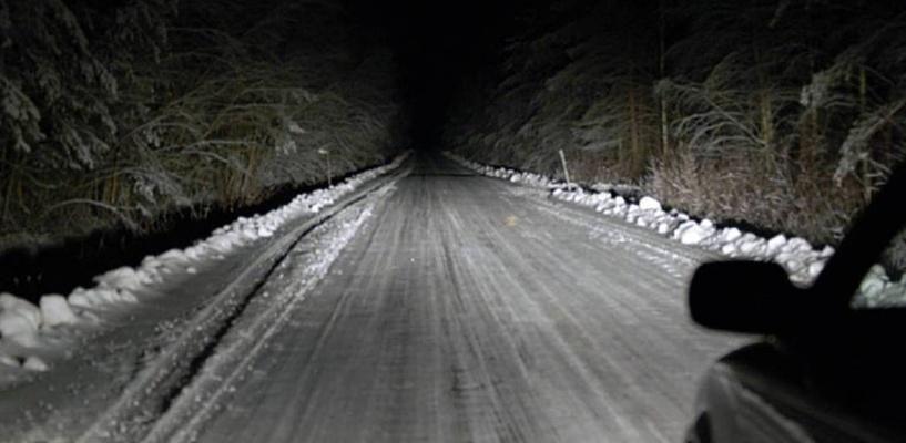 В Омской области таксист оставил пассажира замерзать на ночной трассе
