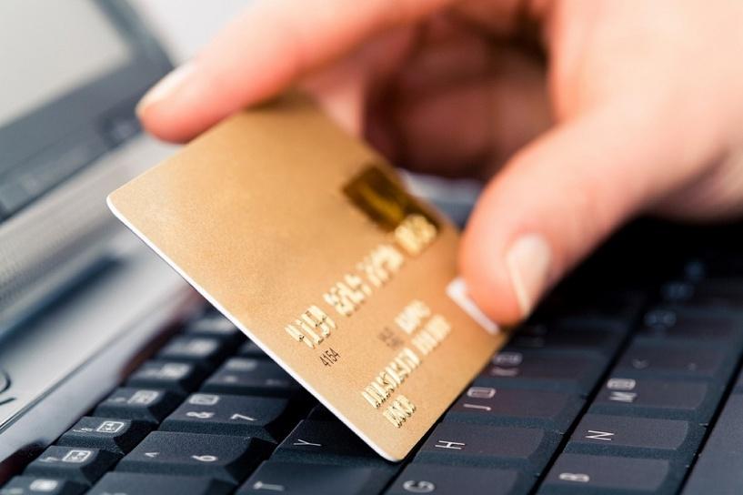 В Омской области мужчина украл у друга банковскую карту