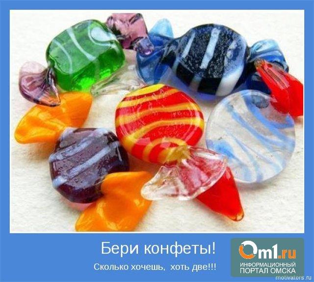 В Омске водителей на АЗС угостят необычными конфетками