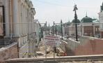 Два месяца до сдачи Любинского проспекта: установка камер наблюдения и гранитных клумб