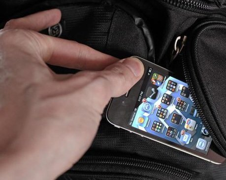 В гримерной омского театра украли дорогой телефон