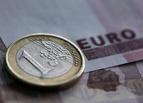 Впервые с декабря евро упал почти на 2 рубля