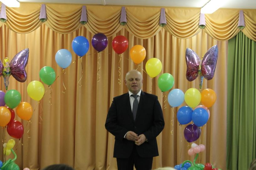 Назаров сиял как ребенок на открытии омского детсада