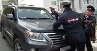 Во Владивостоке депутат на Lexus пытался задавить полицейских и участников демонстрации