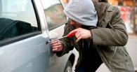 В Омске из RAV 4 похитили женскую сумку и деньги
