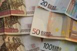 Бегом к спекулянтам: доллар опустился ниже 51 рубля, евро — ниже 63