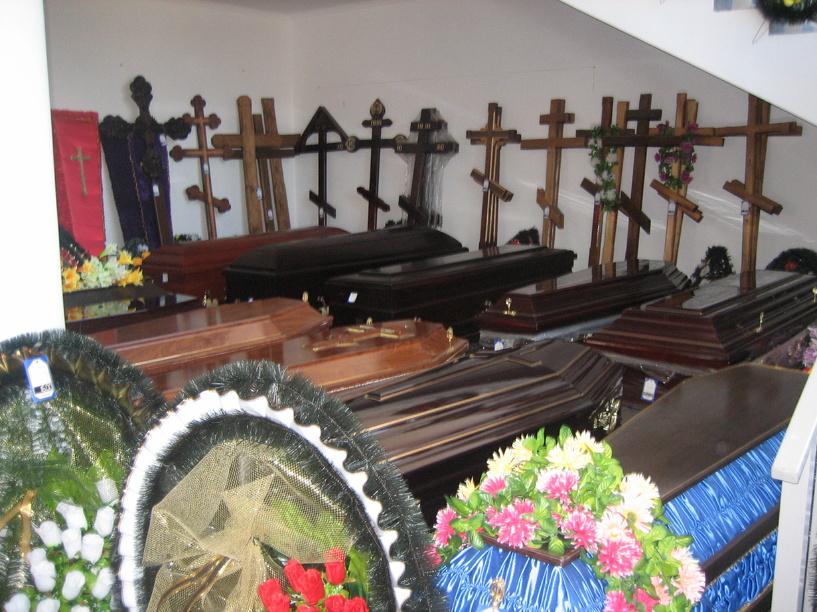 В Омске горел салон ритуальных услуг