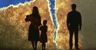 В Омске суд принудительно заставил отца вернуть двойняшек матери