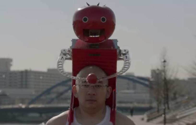 В Японии создали робота-наездника, который кормит томатами марафонцев