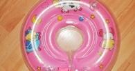 Во время купания у омички чуть не утонул младенец