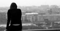 В Омске из окна выбросились парень и девушка