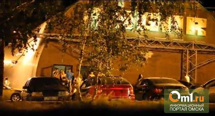 Полиция занялась инцидентом у омского ночного клуба «Ангар»
