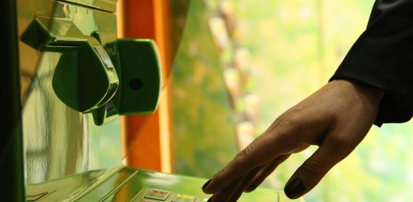 В Калачинске «добрый» банкомат выдавал омичам пятитысячные купюры вместо одной тысячи
