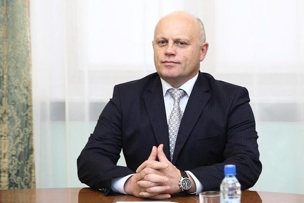 Глава Омской области Виктор Назаров отдал свои подписи Денисенко
