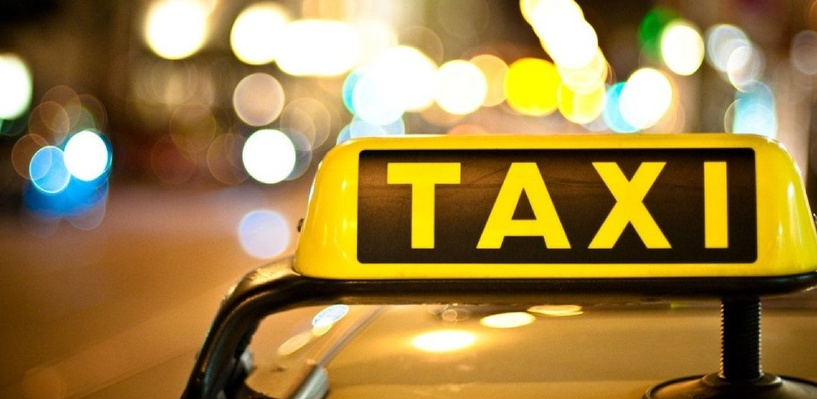 В Омске таксисты задержали пьяного угонщика автомобиля