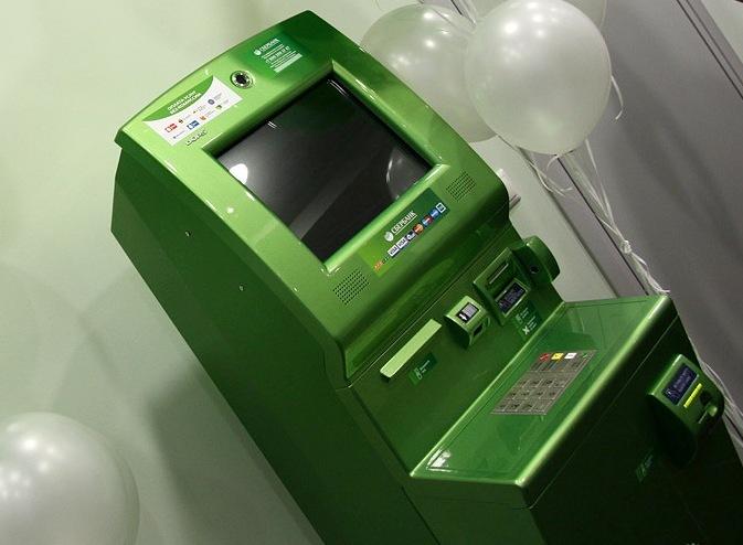 Сбербанк в три раза сократил месячный лимит выдачи наличных с пластиковых карт