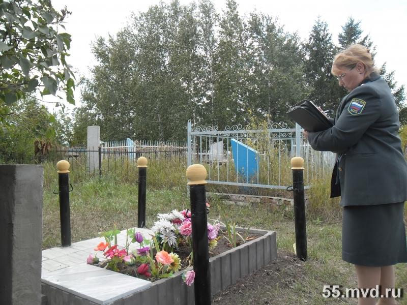 В Омской области неизвестные воруют оградки с кладбищ