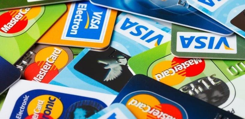 Житель Оренбурга похитил у омички 19 000 рублей с банковской карты