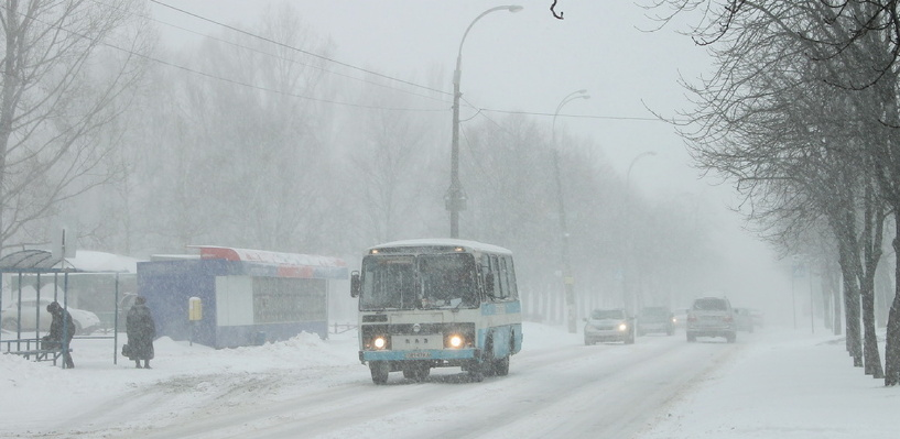 Сотрудники ГИБДД задержали в Омске автобус с неисправным рулевым управлением