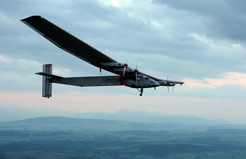 Самолет на солнечных батареях отправился в первый в истории кругосветный полет