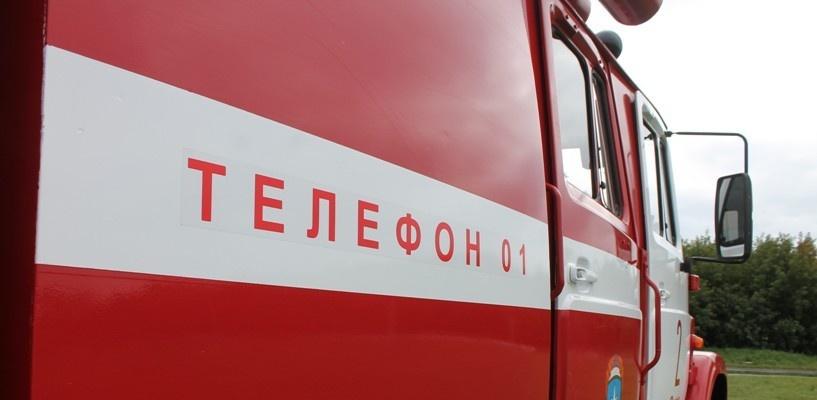 В Омске ночью более 20 спасателей тушили загоревшийся магазин