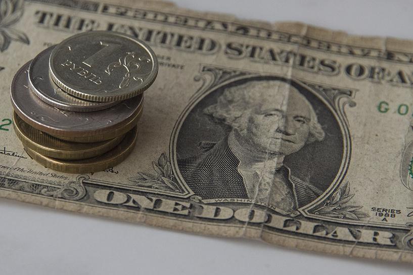 Все выше и выше: доллар пробил планку 54 рубля