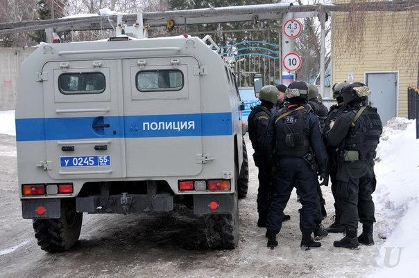 Полиция опубликовала видео задержания омского стрелка бойцами СОБР