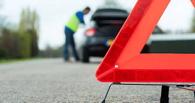 В Омской области пассажир иномарки погиб от столкновения с КамАЗом и трактором