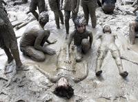 В пригороде Детройта сотни детей ударили в грязь лицом