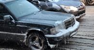 Весна атакует: Омск стоит в пробках из-за талого снега