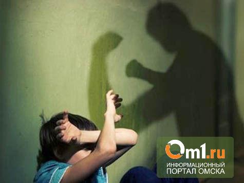 В Омской области мужчина избил всю свою семью, включая годовалого малыша
