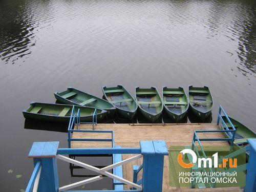 В Омске на лодочной станции горела бытовка