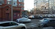 Розыгрыши на парковках: омичи затягивают машины пленкой и обвешивают стикерами