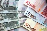 Рубль дешевеет, но дорожает: из-за падения курса себестоимость купюр выросла на треть