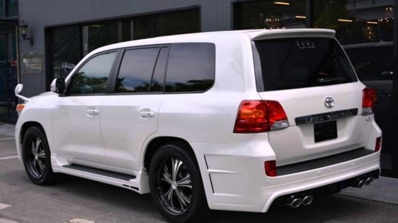 В Омске за ночь угнали два автомобиля Toyota Land Cruiser