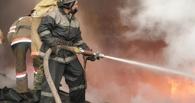 Пожарные спасли трех омичей из загоревшегося торгового комплекса