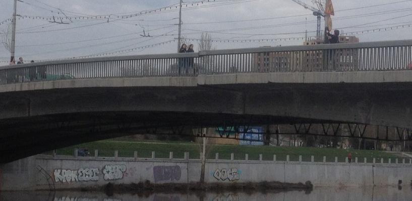В Омске полиция проверила безопасность Юбилейного моста